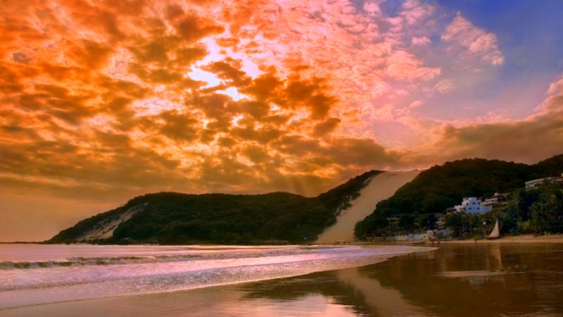 Pôr do sol na Praia de Ponta Negra em Natal