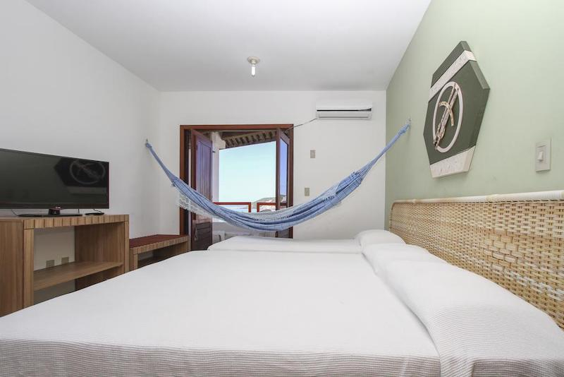 Quarto e cama no Marambaia Apart Hotel em Natal
