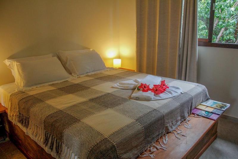 Quarto e cama no Hotel Recanto da Mata Pipa