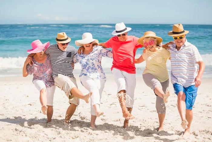 Idosos na praia